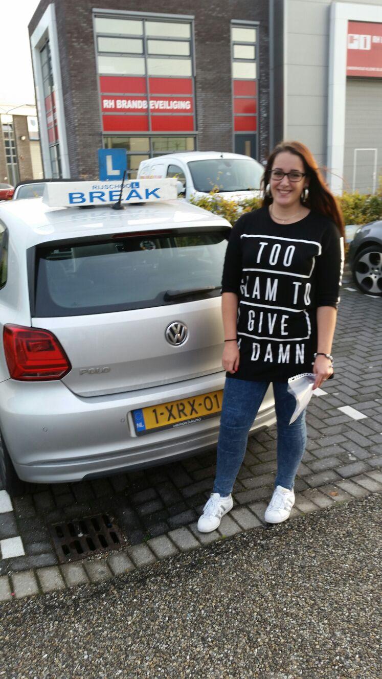 Melissa geslaagd bij Rijschool Break, de rijschool van Rotterdam, Dordrecht en omstreken